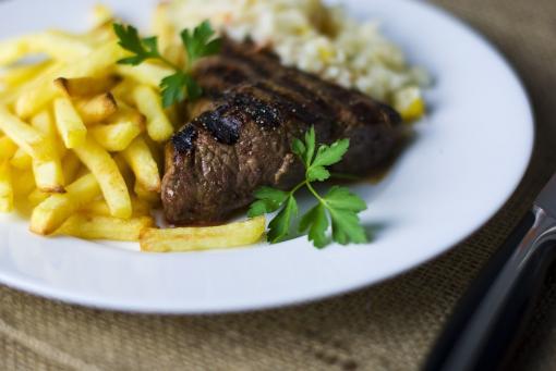 Repas steak frites